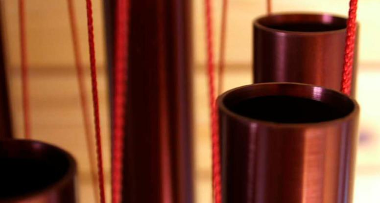 Ein rotes Wuwei Klangspiel